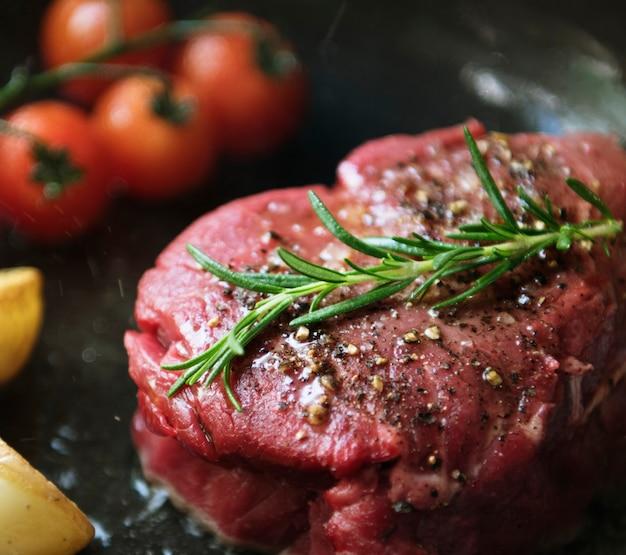 Het koken van een idee van het de fotografie recept van het filetlapje vleesvoeding