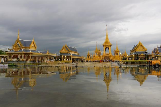 Het koninklijk crematorium voor zijne majesteit wijlen koning bhumibol.