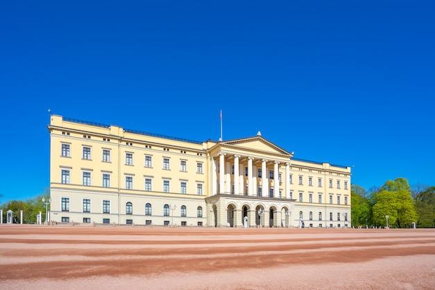 Het koninklijke paleis in de stad van oslo, noorwegen