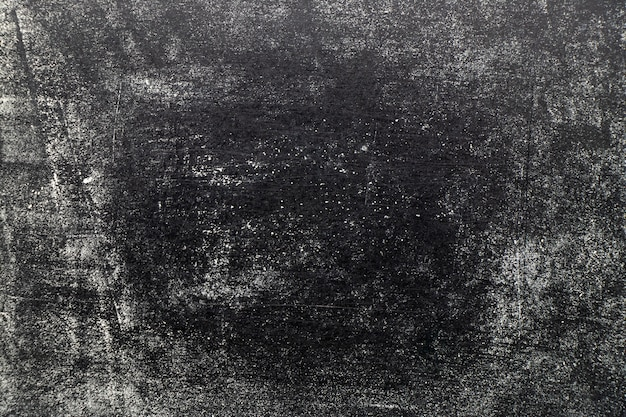 Het krijstextuur van de grunge witte kleur op zwarte raadsachtergrond