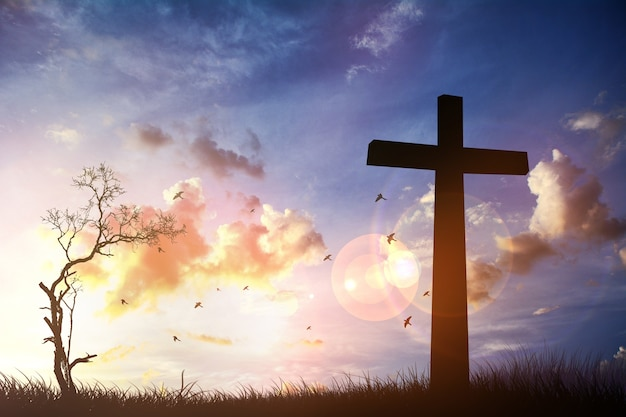 Het kruis met zonsondergang op de hemelachtergrond. maak een mentaal beeld ..ps ..