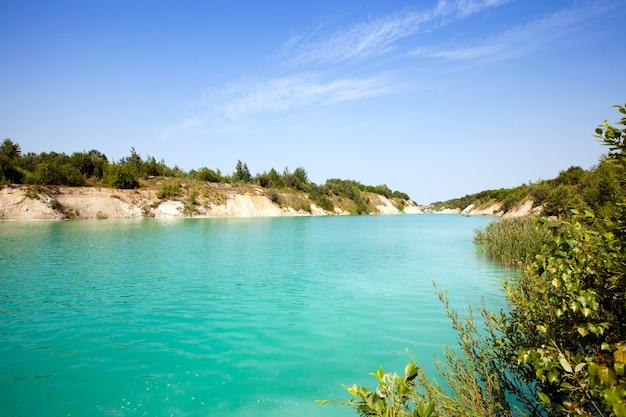 Het kunstmatige meer werd gevormd nadat het krijt kreeg
