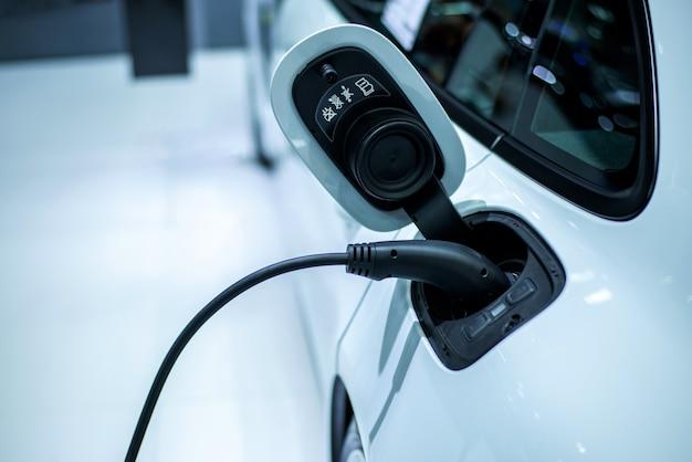 Het laden van elektrische auto werkt stroom