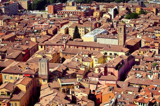 Het landschap van de stad bologna vanaf de toren, italië