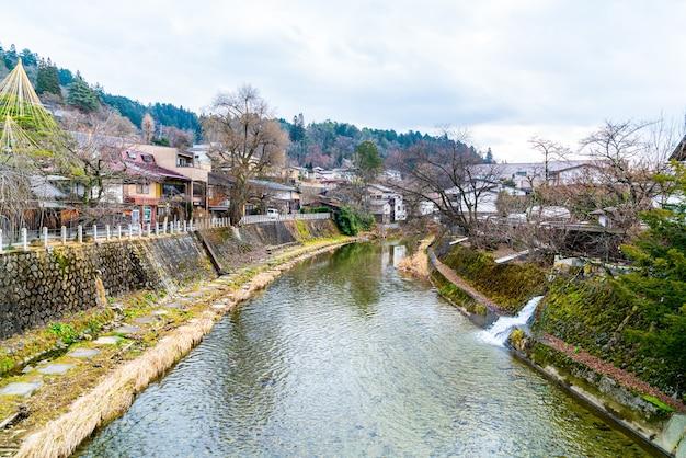 Het landschapsfoto van de stad takayama. het wordt zo klein kyoto van japan genoemd en is gevestigd sinds het edo-tijdperk.