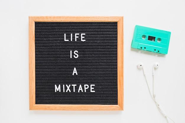 Het leven is een mixtape-belettering aan boord