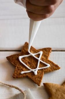 Het maken van cookies traditionele chanoeka joodse concept