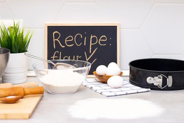 Het maken van deeg voor brood of zelfgemaakt gebak