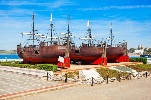 Het man and the sea ship museum of museo el hombre y la mar in het magdalena-park in de stad santander, regio cantabrië in spanje Premium Foto
