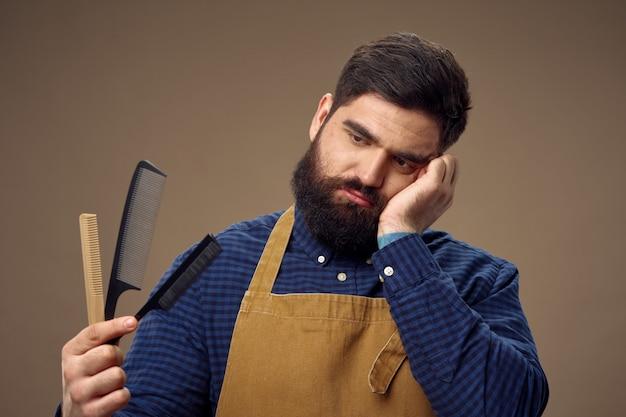 Het mannelijke kapper en herenkapper stellen