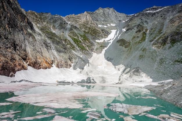 Het meer van de ijsbaan, lac de la patinoire in het vanoise national park, savoie, franse alpen
