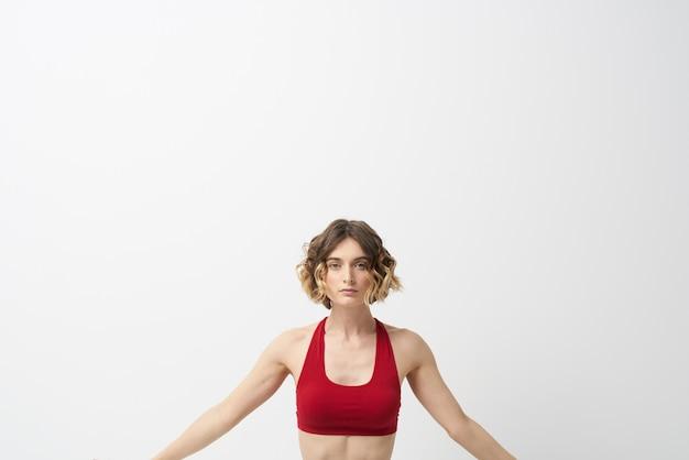 Het meisje houdt zich bezig met yoga