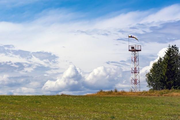 Het meten van windkracht en richting met behulp van een kegel.