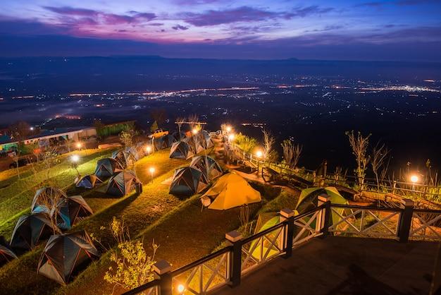 Het mooie landschap van de zonsopganghemel in phutabberk thailand 10-2015