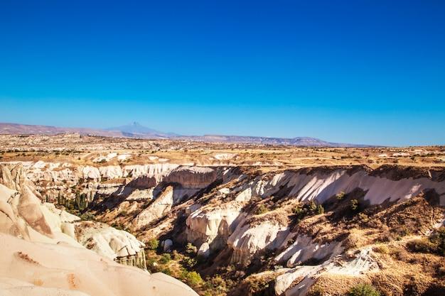 Het onaardse landschap van cappadocië.