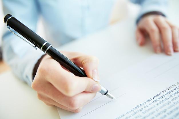Het ondertekenen van een contract