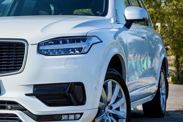 Het ontwerp van de carrosserie en externe delen van de auto