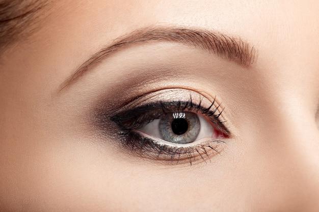 Het oog van de mooie vrouw met mascara