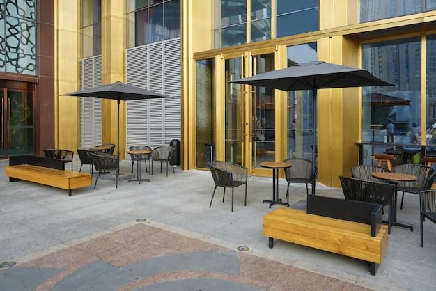 Het open café op het plein