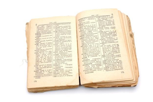 Het open oude boek - het woordenboek op een witte achtergrond