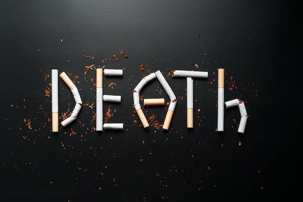 Het opschrift death van sigaretten. stop met roken. het concept van roken is dodelijk. motivatie inscriptie om te stoppen met roken, ongezonde gewoonte.