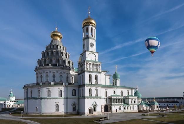 Het opstandingsklooster of het nieuwe klooster van jeruzalem. istra, regio moskou, rusland
