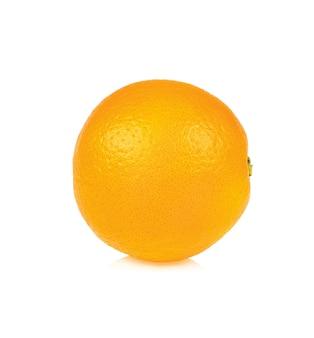 Het oranje fruit isoleert op wit