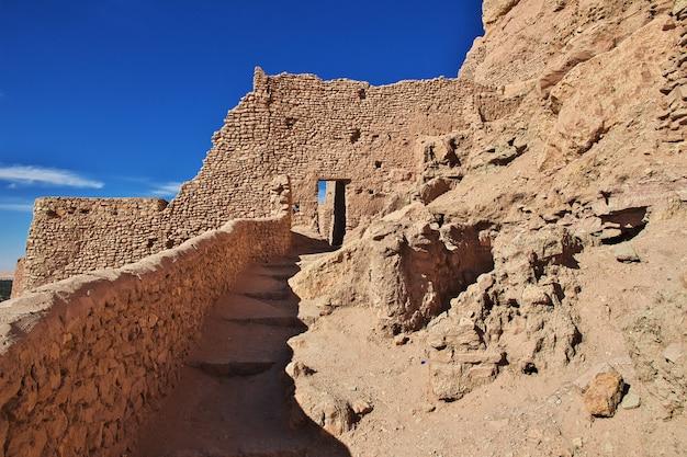Het oude fort in de saharawoestijn, algerije