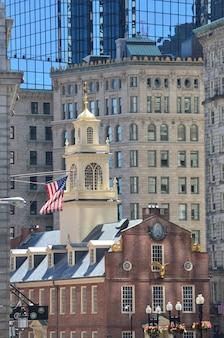 Het oude staatshuis in de stad boston, massachusetts.
