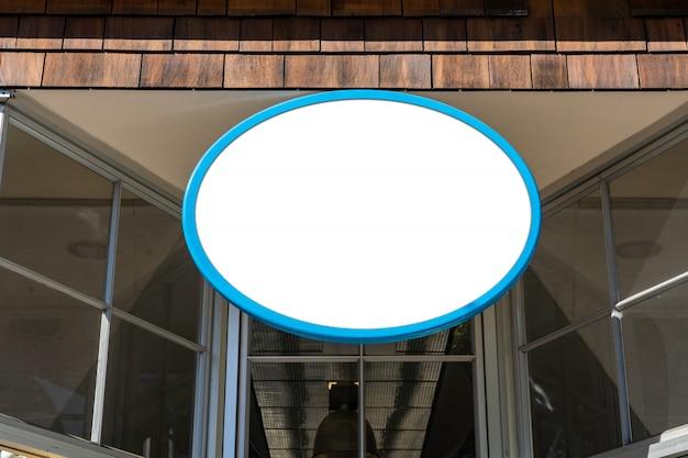 Het ovale witte concept van het bedrijfsteken op een winkel