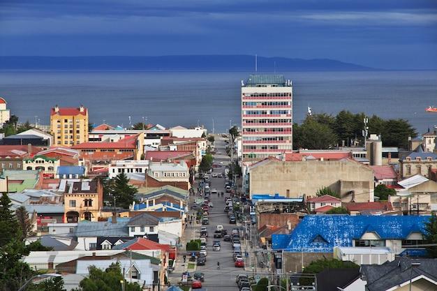 Het panoramische uitzicht op punta arenas in patagonië, chili