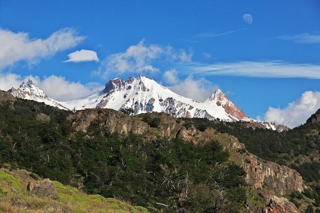 Het panoramische uitzicht van fitz roy sluit el chalten in patagonië, argentinië