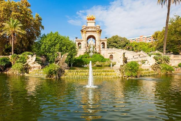 Het parc de la ciutadella of citadelpark is een park in het centrum van de stad barcelona in de regio catalonië in spanje