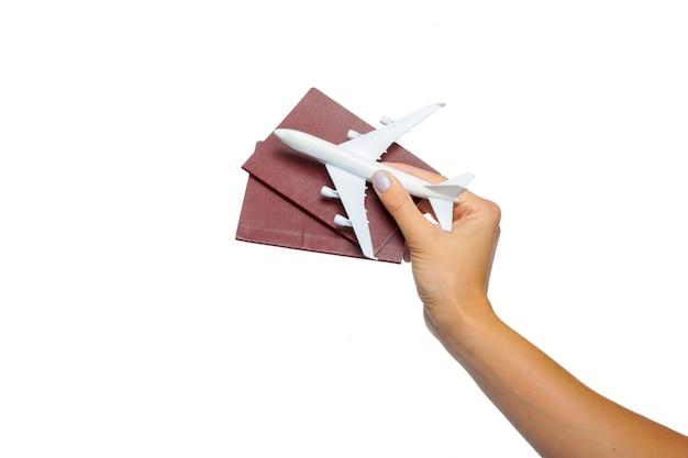 Het paspoort van de handholding op wit wordt geïsoleerd dat