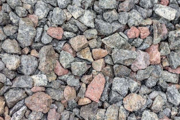 Het patroon van kleine granieten stenen van verschillende kleuren. graniet voor gebruik in de bouw