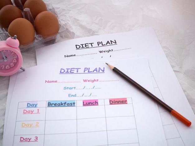 Het plan van het dieetprogramma en pen gezet, gezondheidszorgconcept
