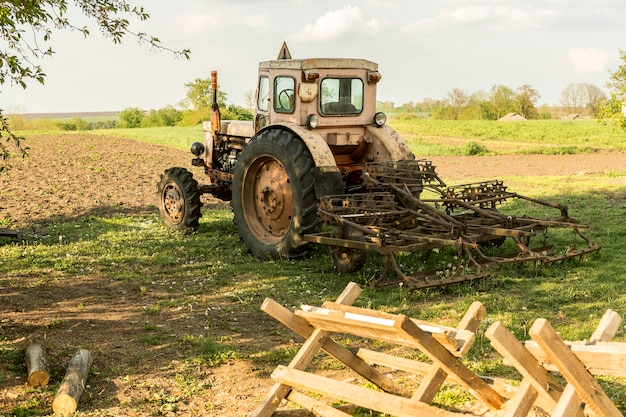 Het plattelandslandbouwleven met een tractor