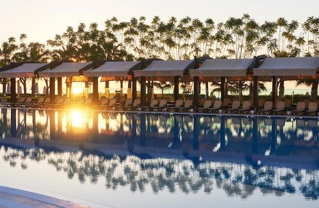 Het populaire resort met zwembaden en waterparken in turkije. hotel. toevlucht.
