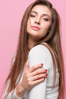 Het portret van de jonge vrouw met doordachte emoties