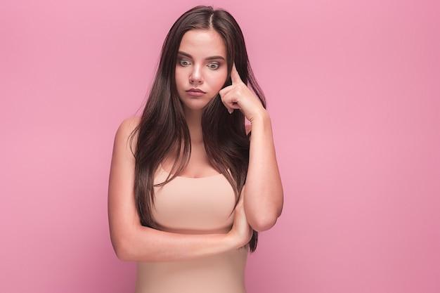 Het portret van de jonge vrouw met droevige emoties
