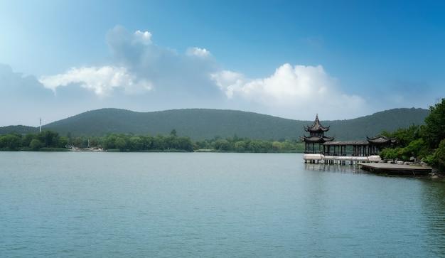 Het prachtige landschap van het yulong-meer in xuzhou