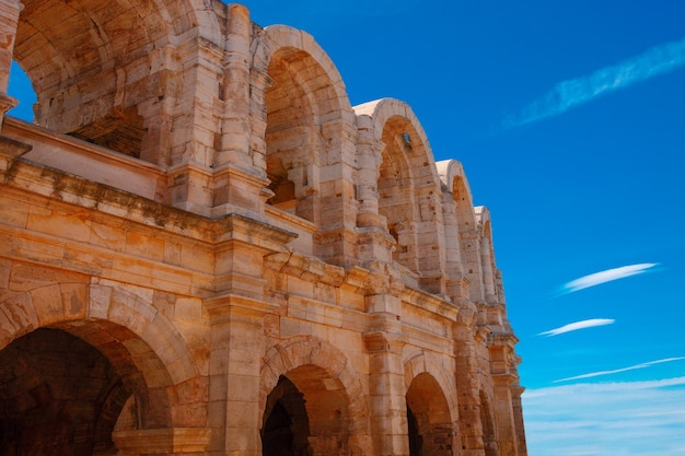 Het prachtige oude amfitheater in arles, frankrijk