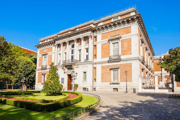 Het prado museum of museo del prado is het belangrijkste spaanse nationale kunstmuseum in het centrum van madrid. madrid is de hoofdstad van spanje.