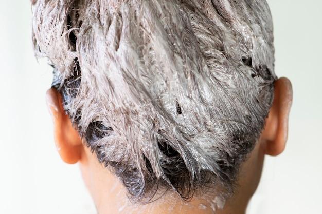 Het proces van haarkleuring, haarkleuring, haarkleuring in proces.