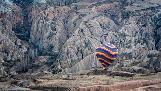 Het ras van cappadocia van de hete luchtballon