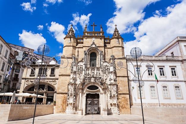 Het santa cruz-klooster (klooster van het heilig kruis) is een nationaal monument in coimbra, portugal