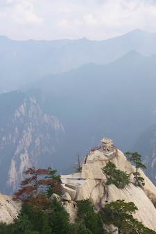 Het schaakpaviljoen op de top van de huashan-berg, een beroemde attractie in china
