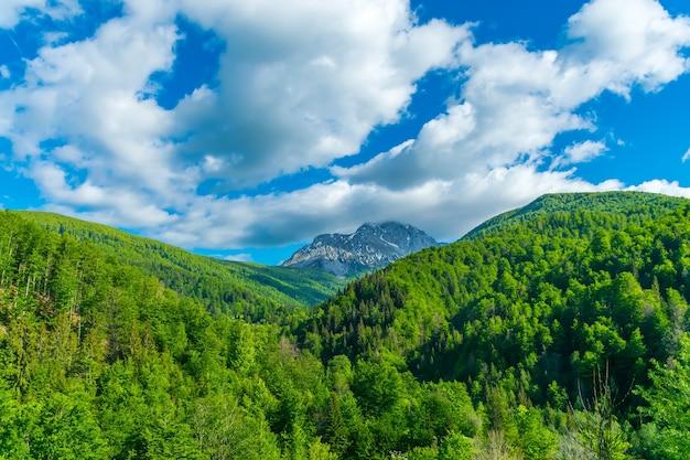 Het schilderachtige komovi-gebergte ligt in het oosten van montenegro.