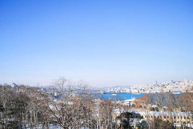 Het schilderachtige landschap vanaf de muren van het topkapi-paleis. turkije istanbul.