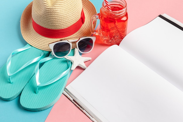Het schrijven van het concept van de het strandvakantie van de agendazomer